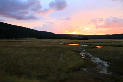 montana nationalpark sunset yellowstonenp unescoworldheritagesite