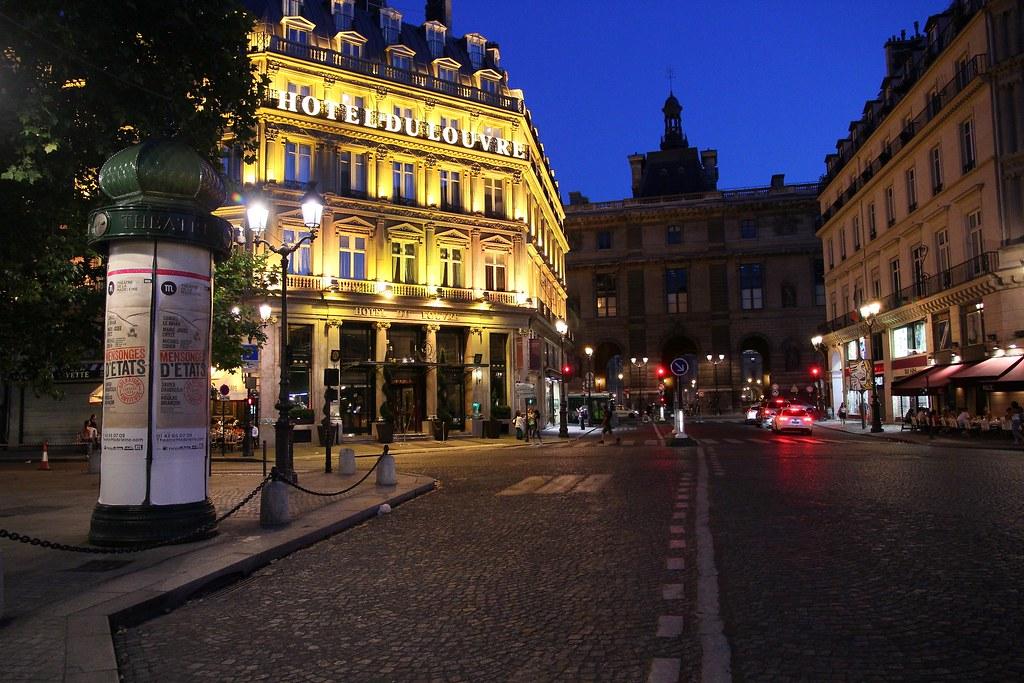 Hotel Du Louvre Colonne Morris Circular Hording Place A Flickr