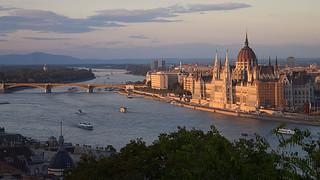 Vue sur le Parlement et le Danube depuis le Palais Royal | by Nicolas Vollmer
