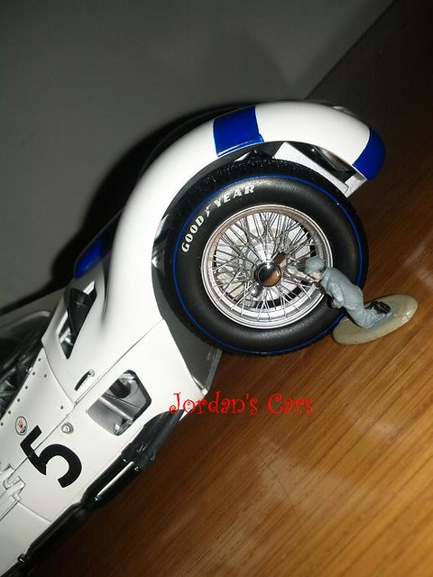 Small Man ! Change my Big wheel ! Maserati Birdcage 1:18
