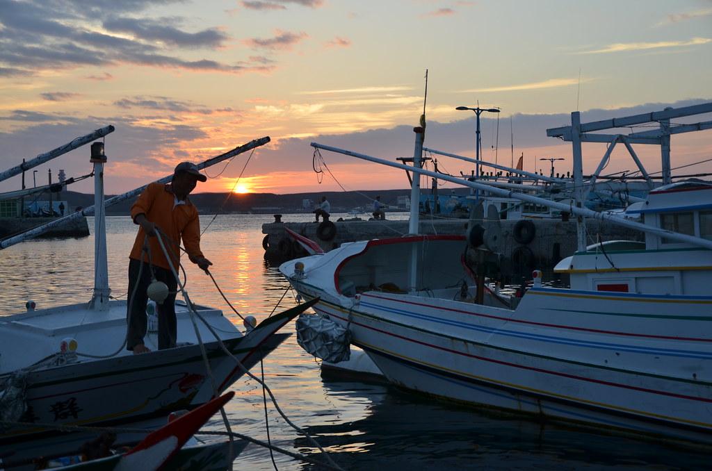 漁船進港。攝影:潘佳修。本報資料照。