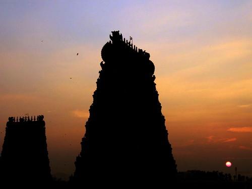 sunset india gopurams tamilnadustate 200412trip maduraitown dravidianstyle hindutemplescomplex