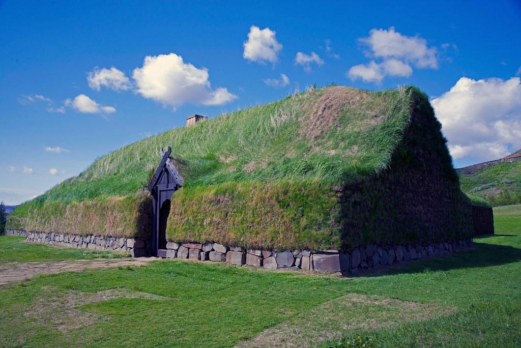 Reconstructed viking longhouse at Stöng (Þjóðveldisbærinn)… | Flickr
