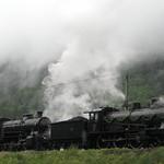 Dampfzug mit SBB Dampflokomotive A 3/5 + Dampflok  C 5/6 Elefant bei Erstfeld auf der Gotthard Nordrampe der Gotthardbahn im Kanton Uri in der Schweiz