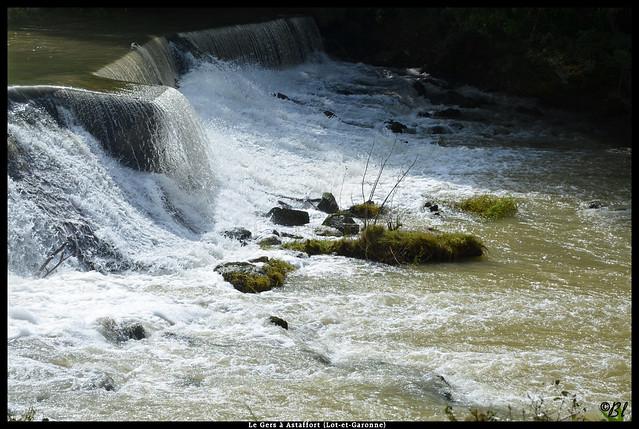 Petit barrage sur le Gers au moulin d'Astaffort