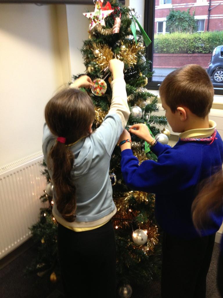 YSGOL CYSTENNIN CHRISTMAS TREE DECORATING 2013 YSGOL CYS