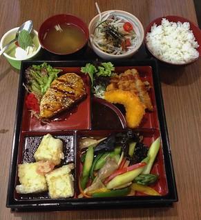 bespoke_sunshine_plaza_mixed_vegetarian_meat_bento_set | by littlegreenwok