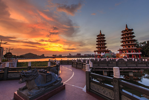 sky cloud sunrise taiwan kaohsiung 台灣 6d 晨曦 日出 雲彩 高雄市 蓮池潭 龍虎塔 ef1635mm 晨彩 左營區 五里亭
