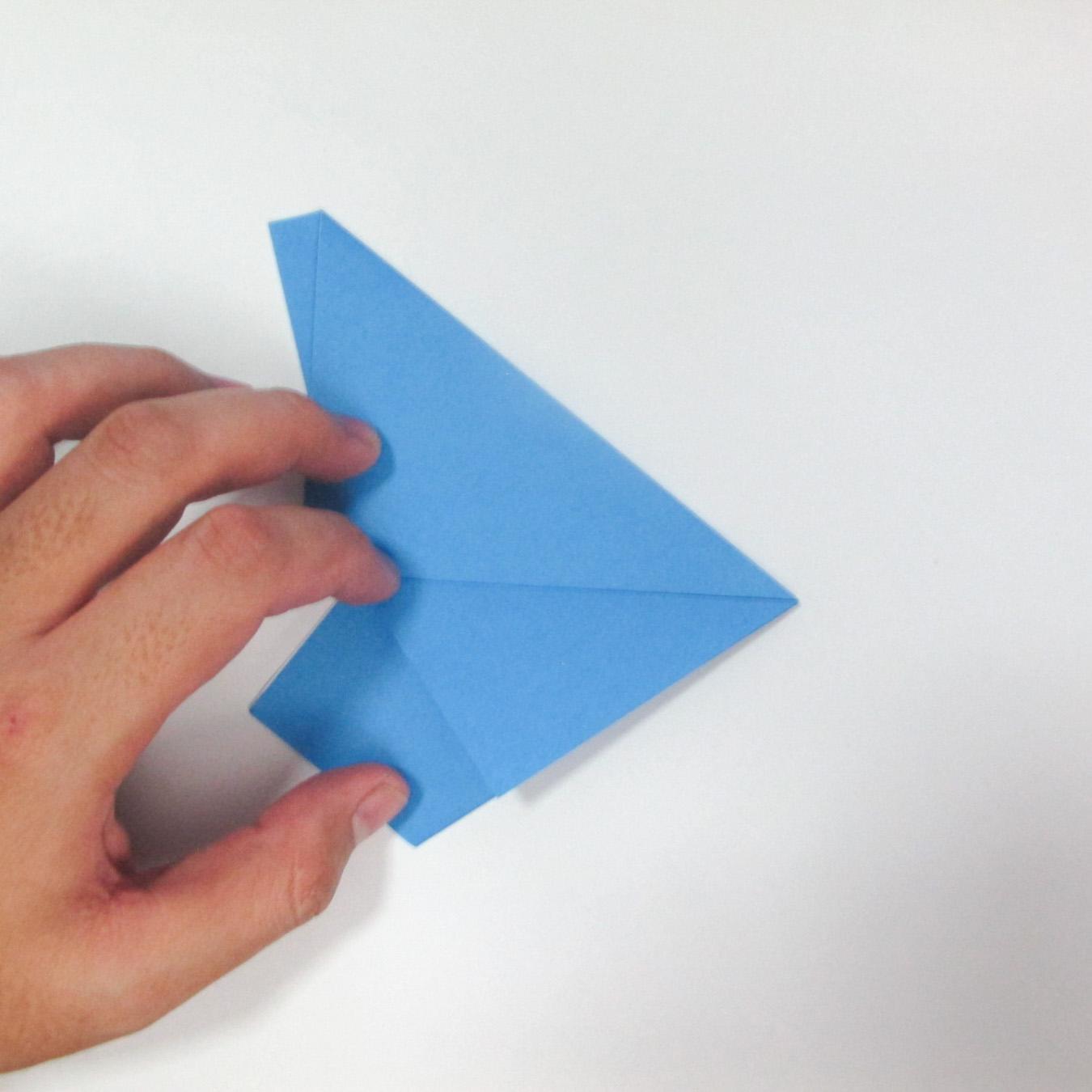 วิธีการตัดกระดาษเป็นห้าเหลี่ยมจากกระดาษสี่เหลี่ยมจตุรัส 006