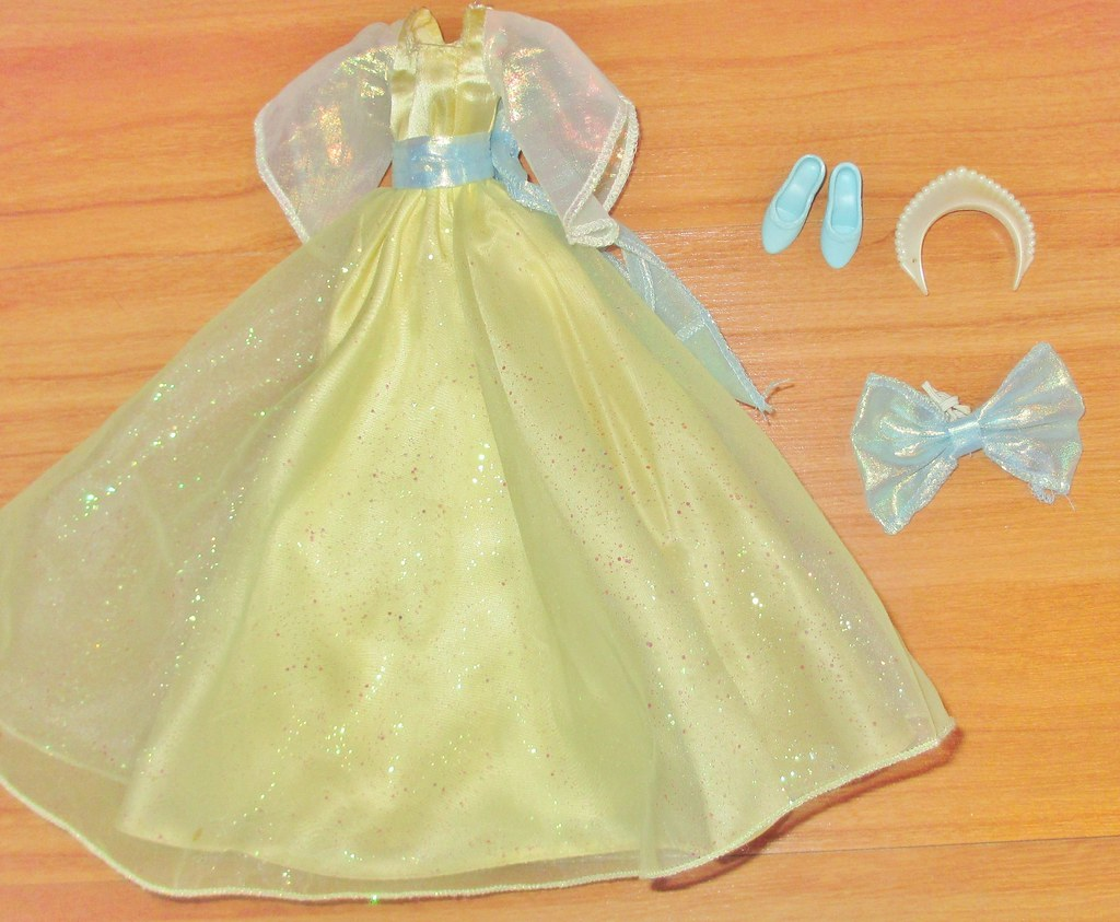 484d88153639 1997 Dream Waltz Anastasia Outfit   Box Date: 1997 Condition…   Flickr