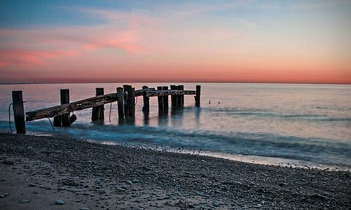 gloaming sunrise sunset 50point lakeontario grimsby ontario greatlakes harbour pier dock beach shore water sky nikon d300 nikon18200mmvriiafs knarrgallery darylknarr knarrphotography