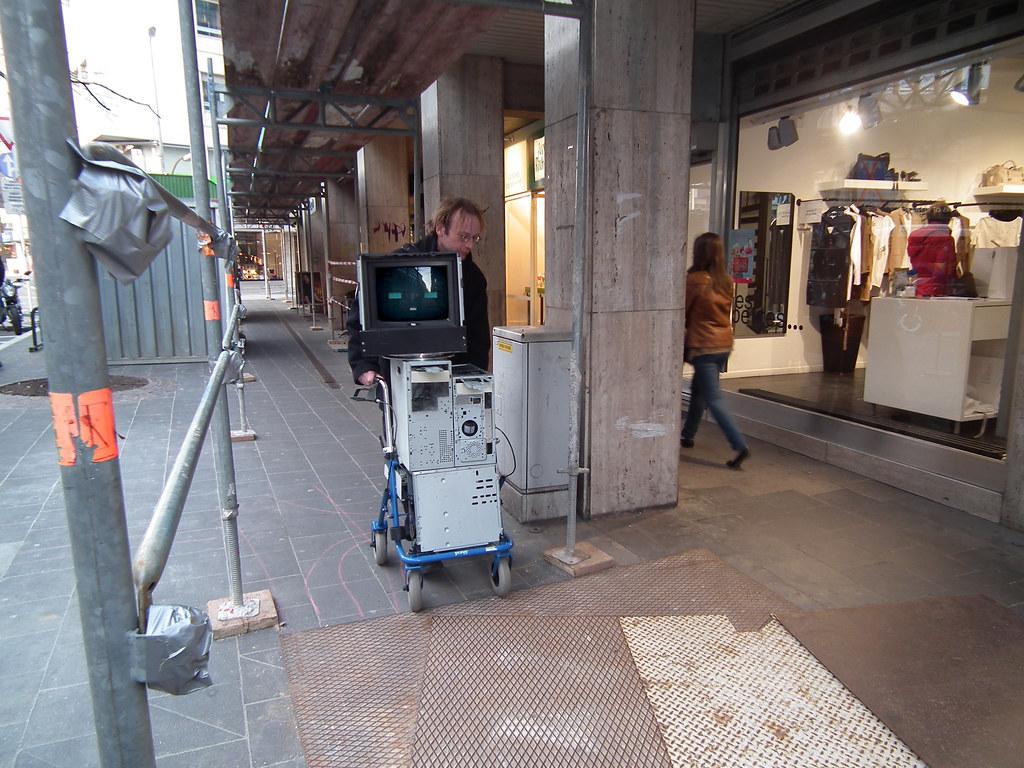 Beggar Robot DIY Kaspar Konig