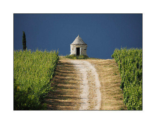 sky storm heritage stone landscape vineyard path pierre lot ciel paysage vigne chemin orage patrimoine ruralité gariotte midipyérnées