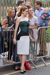 Amy Adams posing with fans