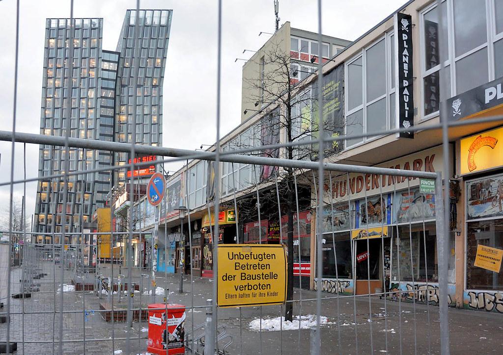 0183 Mit Bauzaun abgesperrtes Areal der Essohäuser - Gesch… | Flickr
