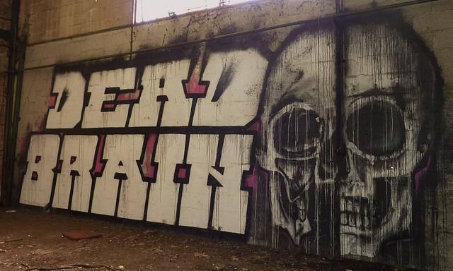 Graffiti Urbex, usine de moteurs diesel