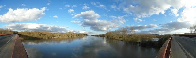 La Vienne près de Chinon, vue depuis le pont de la rocade locale (Indre-et-Loire).