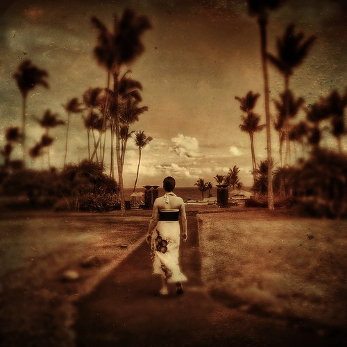 Walking toward the ocean, Hana... | by allophile
