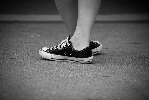 Crossing feet... body language of indecision? | by Guill@me