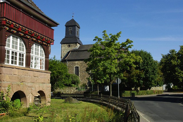 Ev. Kirche und Pfarrhaus