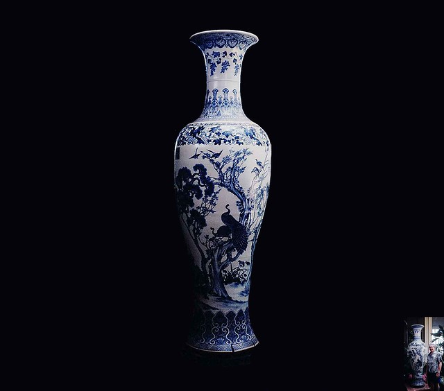 Chinese vase 1.8 metres high - Daoguang period - (inset compare sizes - I am 1.8 metres tall)
