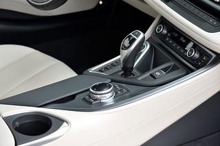 BMW-2014-i8-Int-06