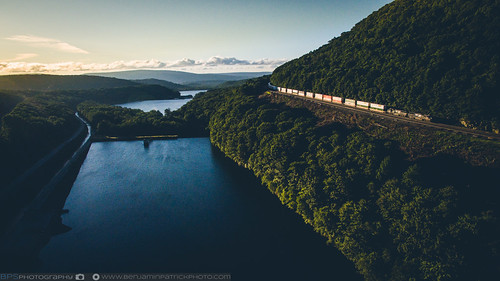 dji djiphantom3pro drone emdsd40e ns ns21t norfolksouthern sunrise horseshoecurve railroad stacktrain trains altoona pennsylvania unitedstates us