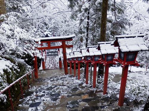 貴船神社の雪景色|Kifune Shrine snow scene | by izunavi