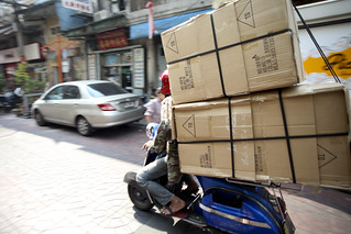 One of the many incredible Vespa delivery man in Chinatown | by Scalino