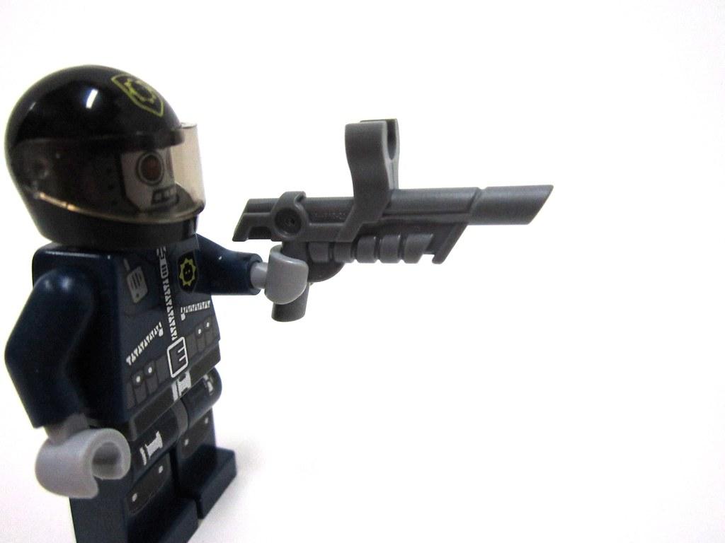 30282 Super Secret Police Enforcer