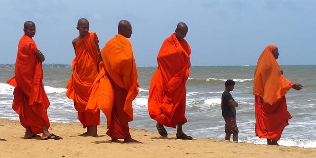 Buddhist Monks, Sri Lanka (IMG_1912b)