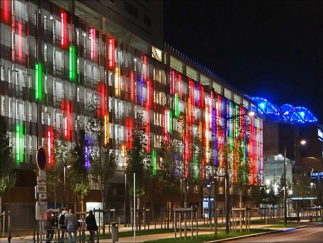 Le pôle de loisirs et de commerces (Lyon Confluence)