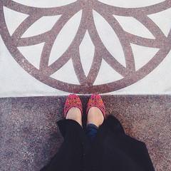 Out and about! 😊 #Doha #Qatar #middleeast #gcc #gulf #VSCOcam #khussa #pakistani #shoe #traditional #abayya #smc_inspire #seemycity #seemydoha2015 #linesofdoha