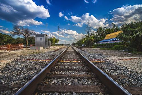 city blue sky nature lines train canon landscape track day dof florida stones south rail symmetry railtrack