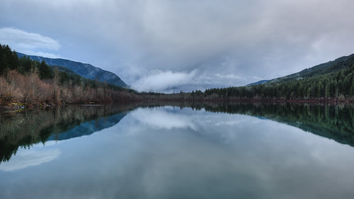 landscape nature pacificnorthwest clouds rattlesnakelake reflection trees scenic canon 169 calm still water cloudy day canoneos5dmarkiii canonef2470mmf28lusm washington