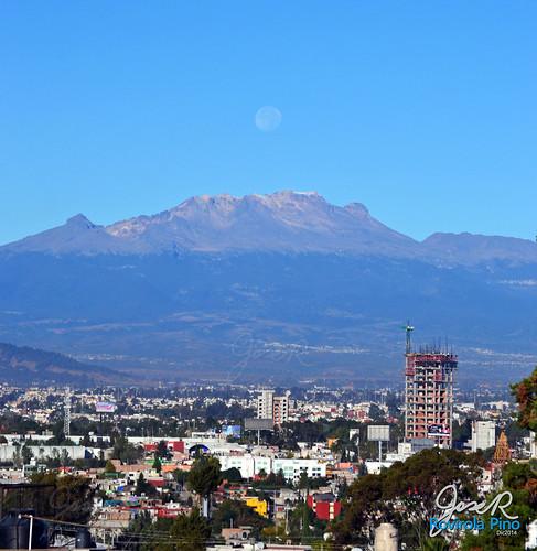 Iztaccíhuatl y Luna