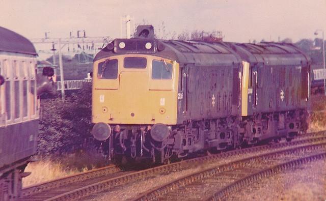 25245 & 25048, Bletchley Flyover Junction 29.10.83