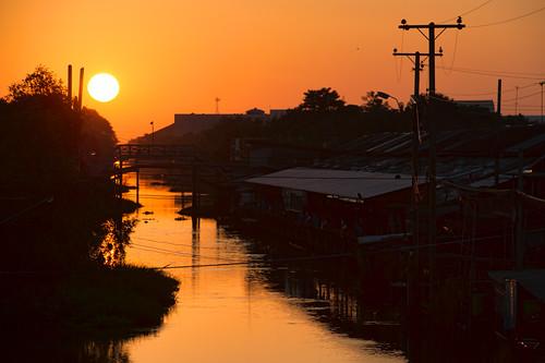 life wood morning bridge roof light sky tree water sunrise thailand dawn canal asia southeastasia market flag culture pole chachoengsao easternregion
