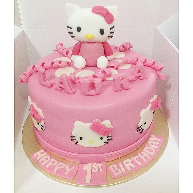 Hello Kitty Birthday Cake.Laura S Hello Kitty Birthday Cake A Girly Chocolate Cake