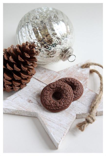 Chocolate wreath springerle cookies