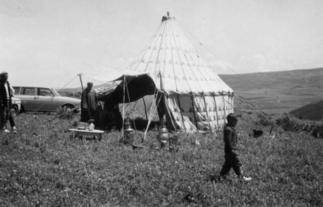 Maroc, une tente caïdale, avril 1965, Oued Grau