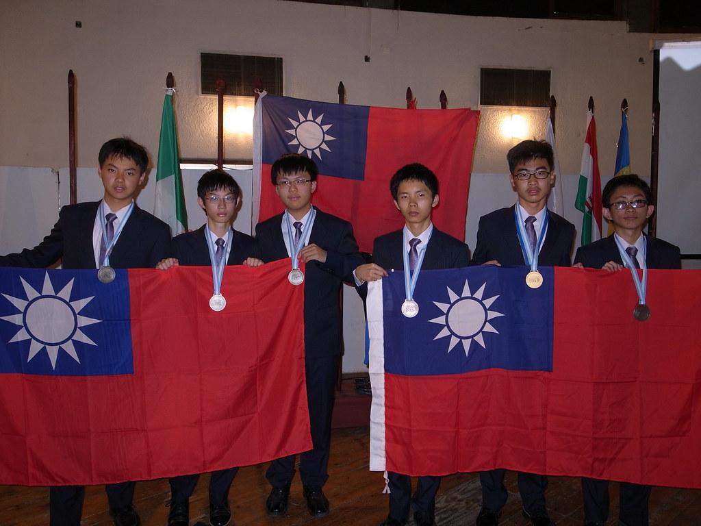 2014國際國中科學奧林匹亞(左起蔡秉勳、黃維坪、白奇剛、許芳慈、張晏祥、洪瑞謙)