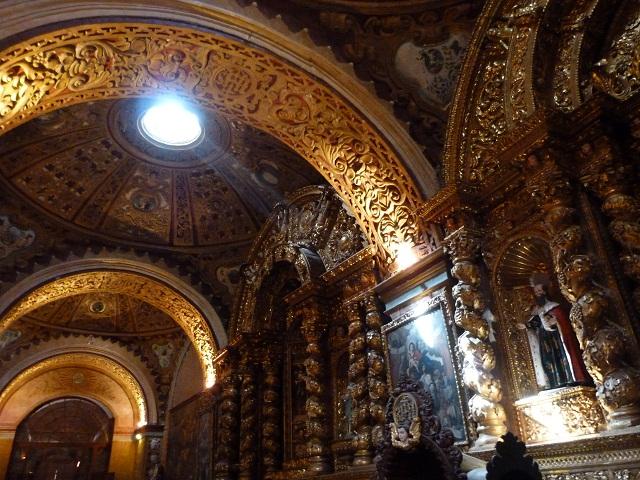 Iglesia de la Compañía, uno de los lugares esenciales que ver en Quito