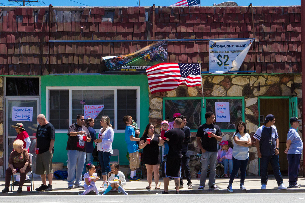 Residents line up outside the Branch Office bar to watch the Torrance Armed Forces Day Parade. May 21, 2016.