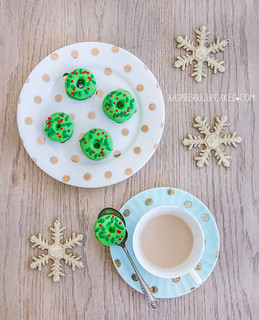 Christmas Wreath Macarons | by raspberri cupcakes