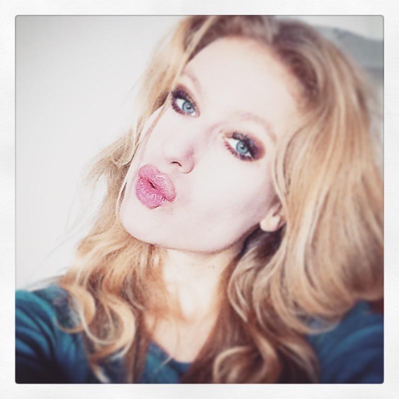 Sunday Selfie Portrait Redhead Redhair Blueeyes Mod