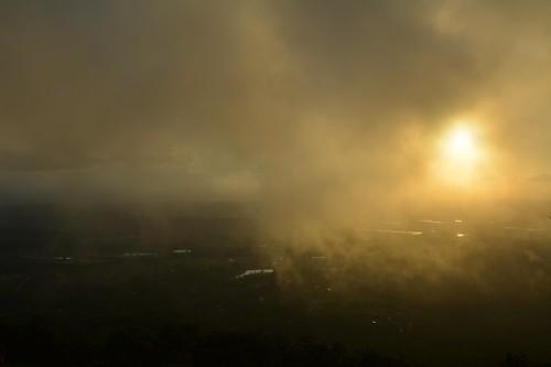 clouds albertvalley sunlitclouds sunsetclouds lowsun sequeensland queensland australia landscape tamborinemountain latesun mounttamborine