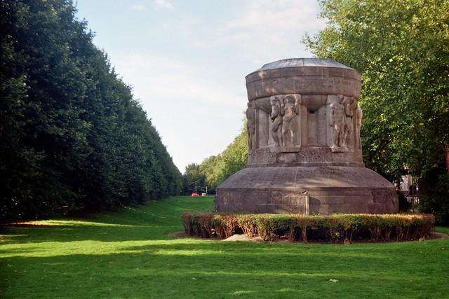 Kriegerdenkmal - I shot film