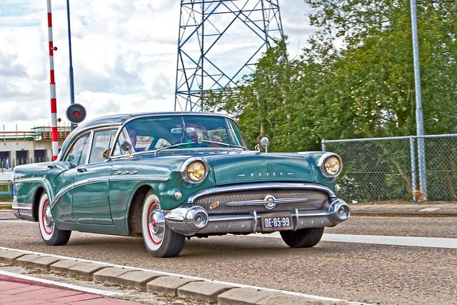 Buick Special 4-door Sedan 1957 (0926)