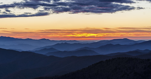 mountains colors clouds tennessee northcarolina layers ridges clingmansdome contours appalachianmountains greatsmokymountainsnationalpark gsmnp sunrisessunsets